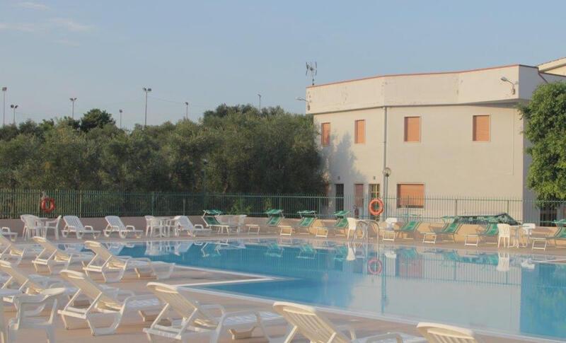 Hotel 3 stelle rodi garganico hotel per famiglie nel - Piscina due pini ...