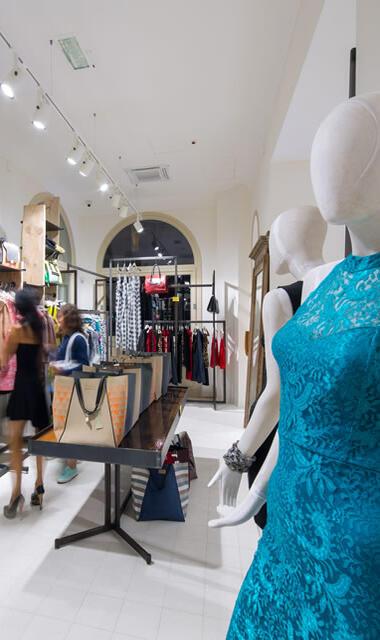 Negozi embassy rimini abbigliamento design complementi for Arredo negozi rimini