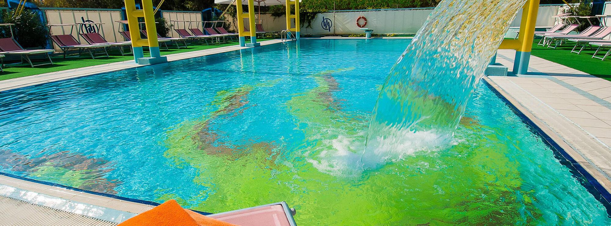 Hotel 4 stelle rimini con piscina riscaldata albergo con piscina e idromassaggio - Champoluc hotel con piscina ...