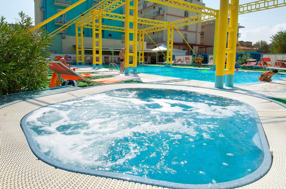 Residence rimini con piscina hotel rivazzurra con - Hotel rivazzurra con piscina ...