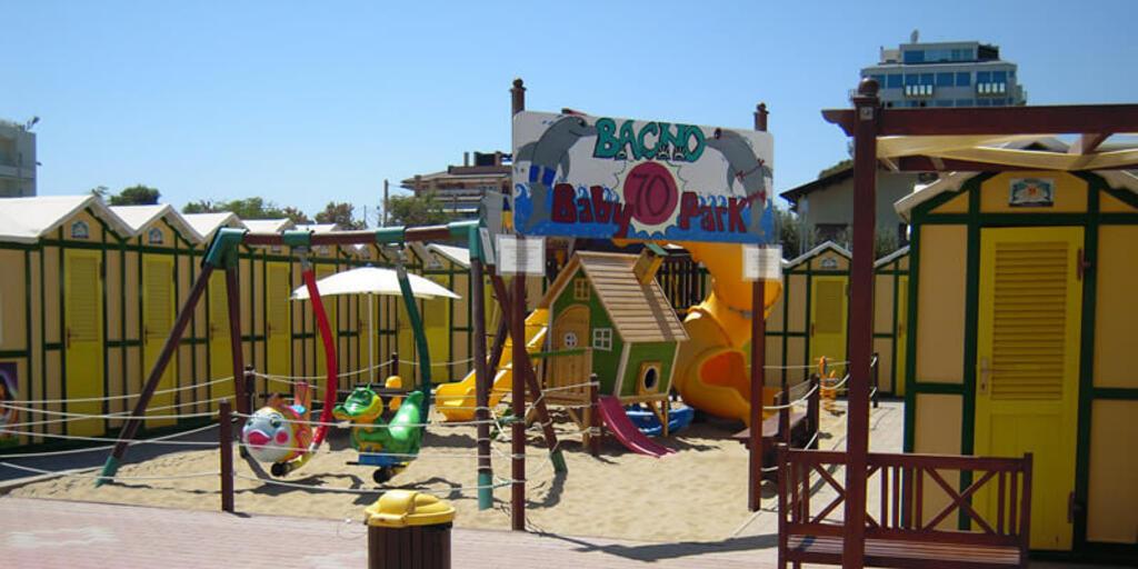 Hotel vicino alla spiaggia a riccione il comodo albergo per vacanze al mare hotel reggiana - Bagno 70 riccione ...
