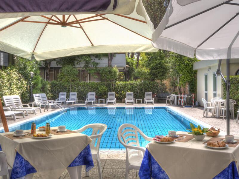 Hotel con piscina riscaldata a riccione goditi il relax - Hotel con piscina a riccione ...