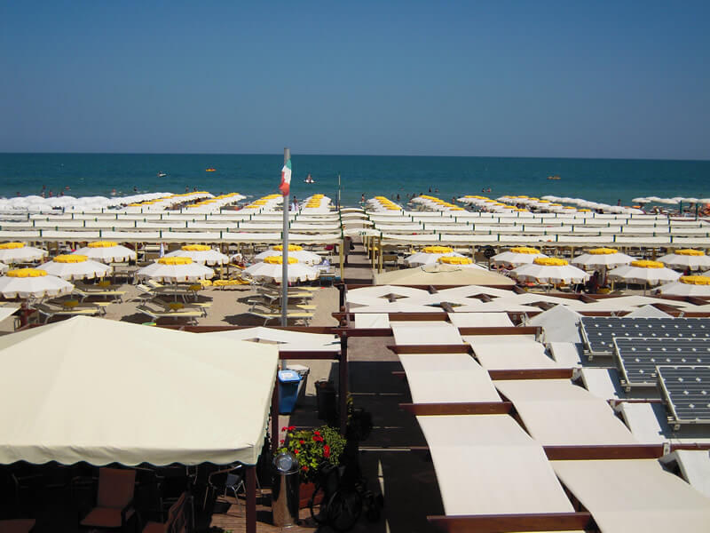 Hotel 3 stelle con spiaggia convenzionata riccione tanti servizi in spiaggia per le vacanze - Bagno 70 riccione ...