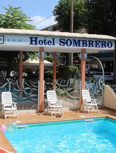Hotel 3 stelle con piscina rimini piscina riscaldata area idromassaggio e zona solarium - Hotel con piscina a rimini ...