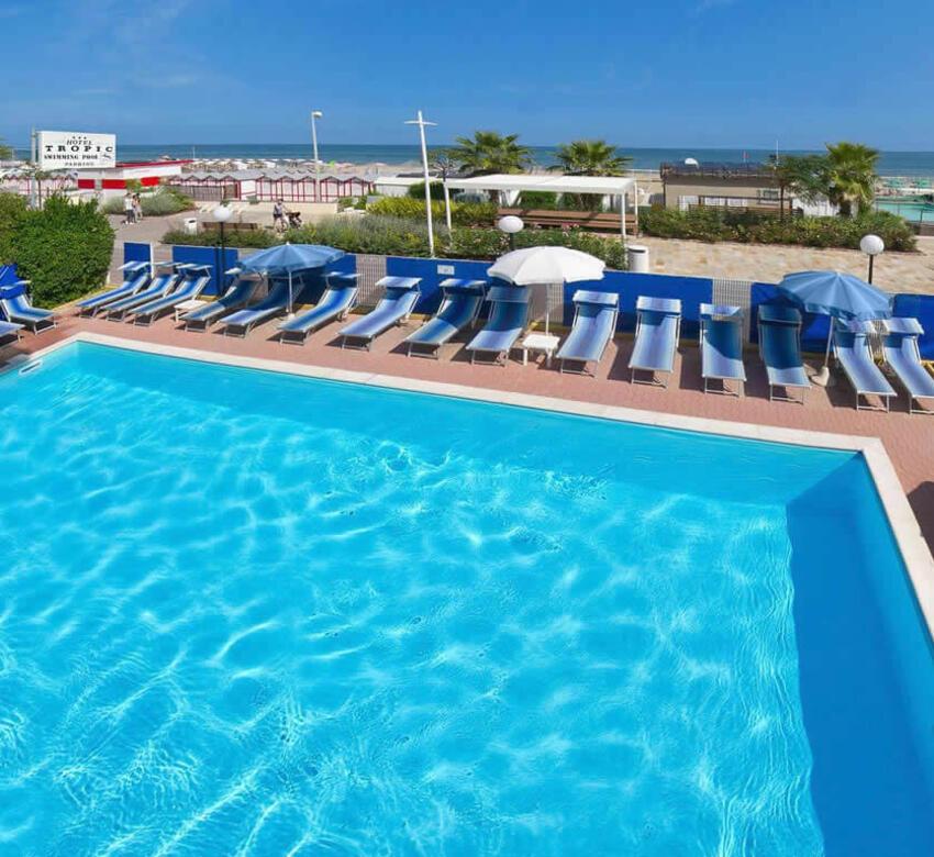 Hotel 3 stelle riccione tropic hotel direttamente sul mare di riccione con piscina - Piscina di riccione ...