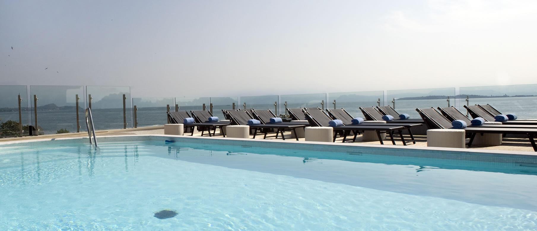 Hotel 4 stelle con piscina desenzano park hotel con piscina panoramica lago di garda - Hotel lago di garda con piscina ...