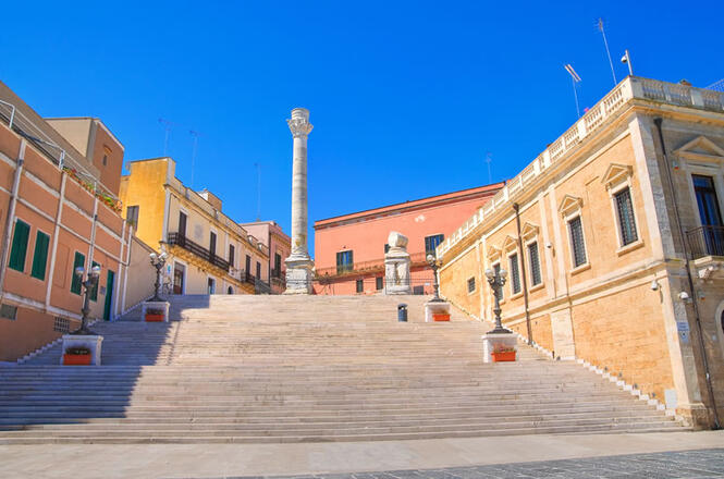 <b> Roman  Columns</b><br> <br> The monument stands at the Brindisi harbor and is one the city's coat of arms. Built  during the 16th century, it originally had 2 twin columns before one of them  collapsed deteriorating the monument.<br>