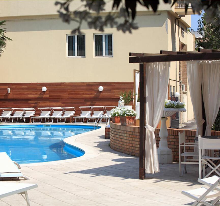 ambienthotels fr piscine-villa-adriatica 005