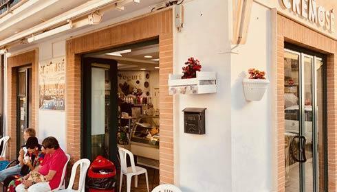 <span class='scuro'>Gelateria Cremosè</span>  Piazza Garibaldi 17 63074 <br> San Benedetto del Tronto (AP)