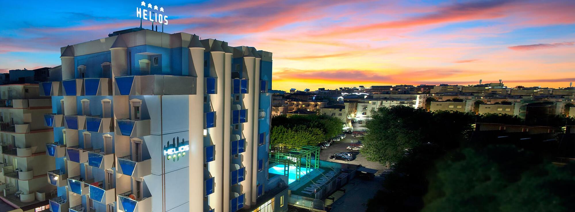 Hotel 4 stelle rimini helios albergo con piscina sul mare di rivazzurra di rimini - Hotel sul mare con piscina ...
