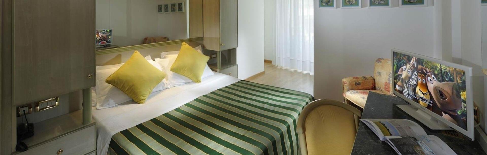 hotel-montecarlo hu egybenyilo-csaladi-szoba 013
