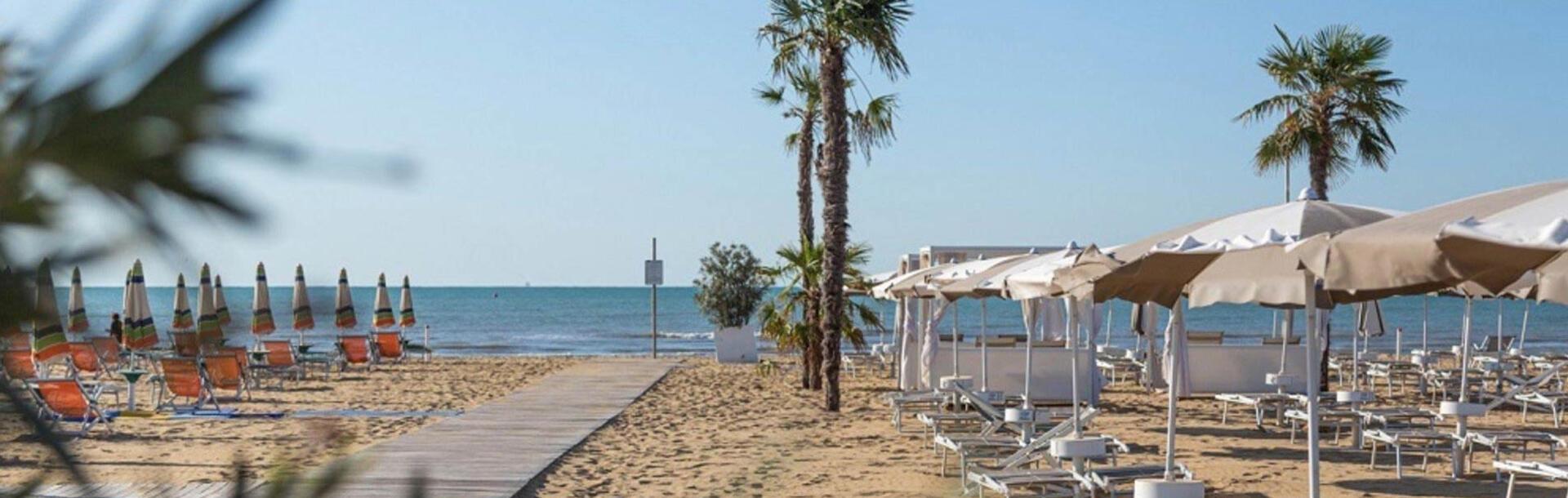 hotel-montecarlo it spiaggia-privata 013