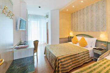 hotel-montecarlo ru family-living-suite 021