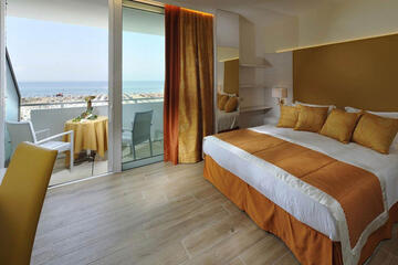 hotel-montecarlo ru family-living-suite 020