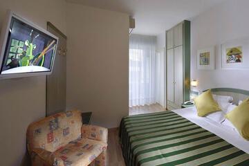 hotel-montecarlo ru family-living-suite 026