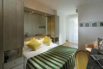hotel-montecarlo ru family-living-suite 030