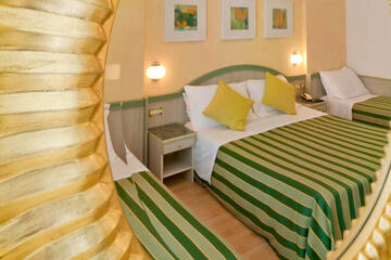 hotel-montecarlo ru family-living-suite 027
