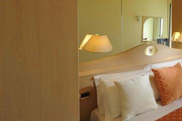 hotel-montecarlo ru family-living-suite 029
