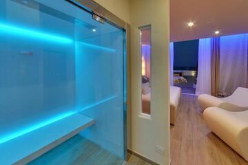 hotel-montecarlo ru family-living-suite 023
