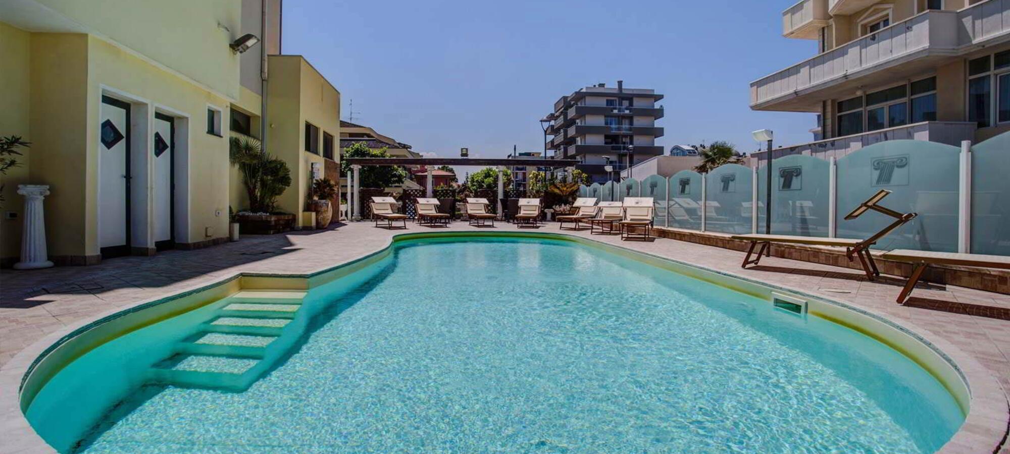 Hotel sulla spiaggia con piscina a rimini hotel caesar paladium - Hotel con piscina a rimini ...