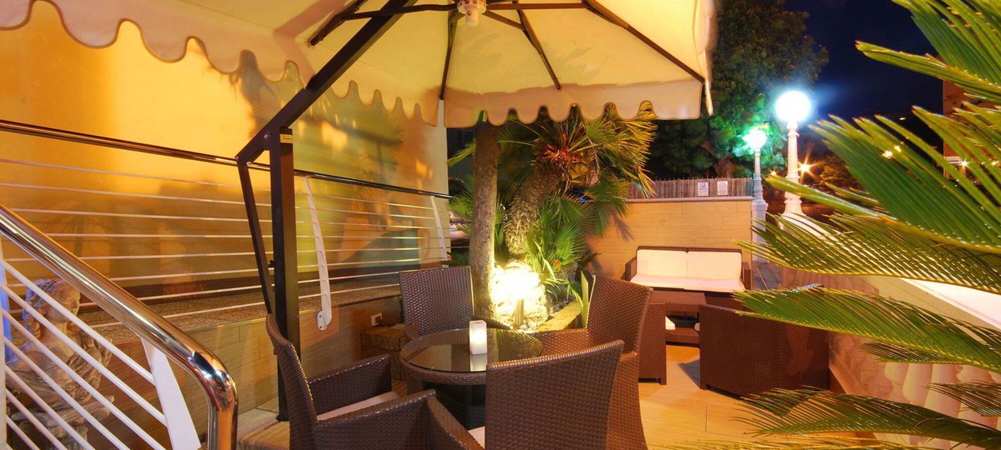 Hotel rimini 3 stelle sul mare con piscina hotel caesar paladium - Hotel sul mare con piscina ...