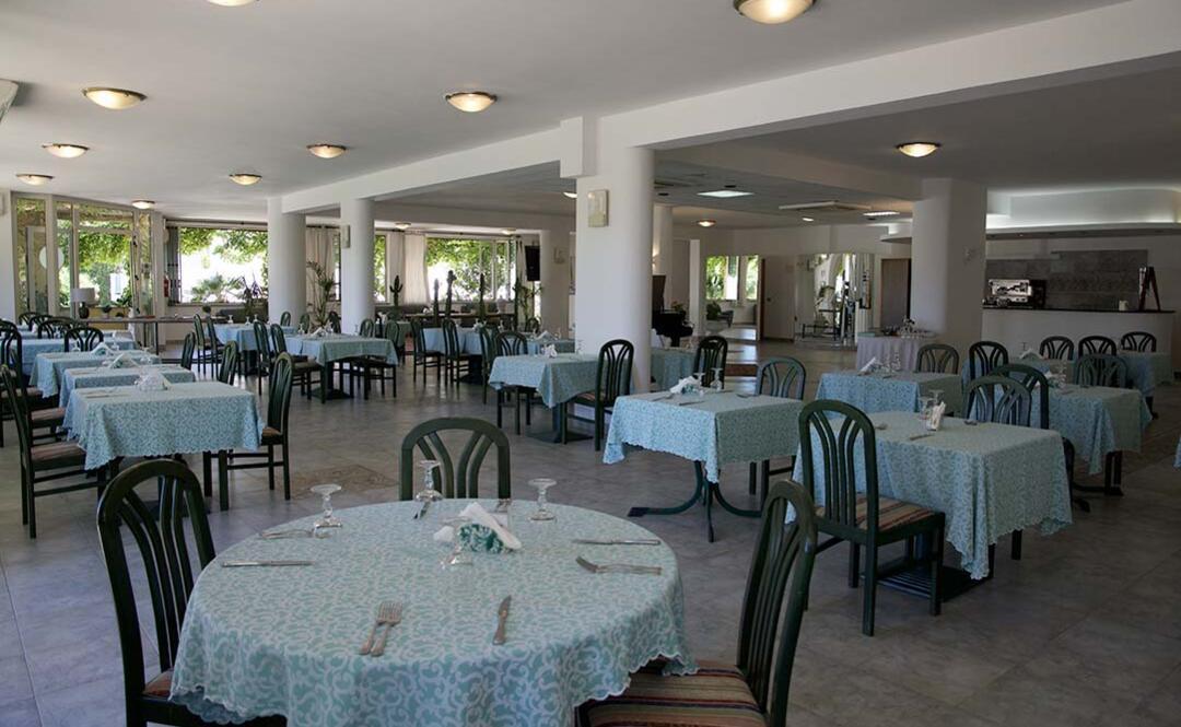 hotelclubcostasmeralda de restaurant 001