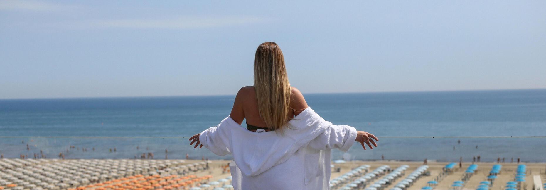 hotelcommodore it rilassati-al-sole-di-settembre-in-riva-al-mare-a-cervia 012