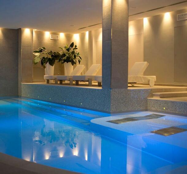 piscines eau sal e sur le lac de garde d couvrez les bassins d eau saline avec sel de gemme. Black Bedroom Furniture Sets. Home Design Ideas