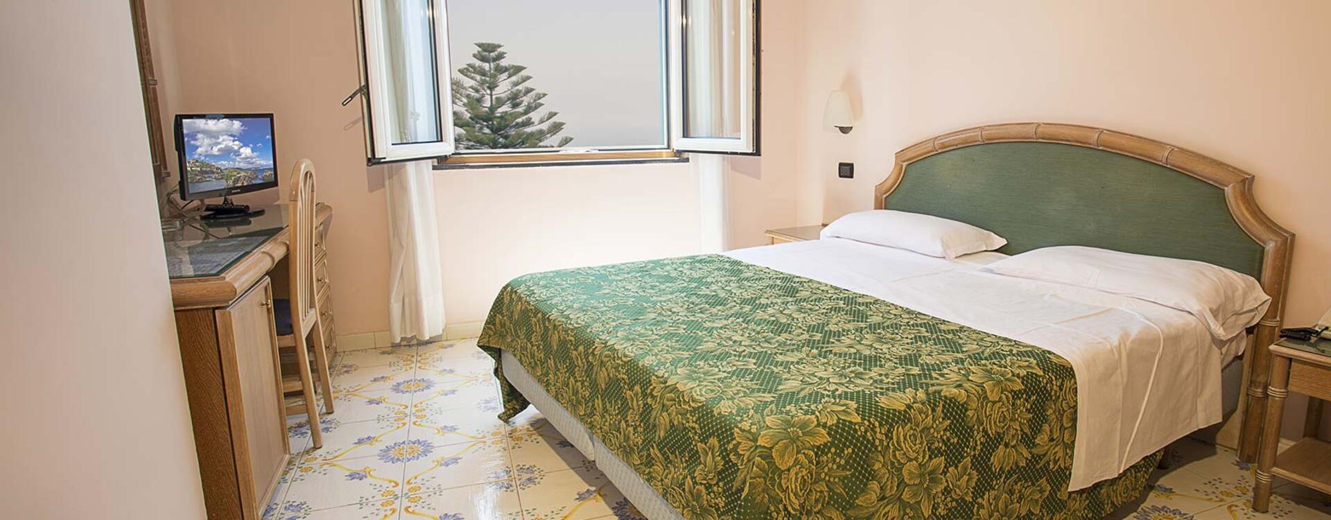 hotelsaintraphaelischia en hotel-rooms-ischia 009