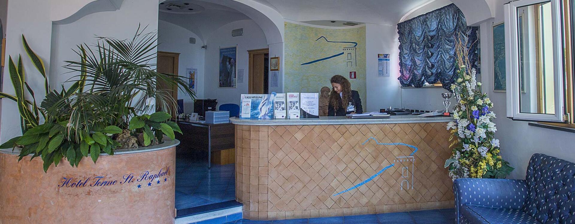 hotelsaintraphaelischia en contacts 010