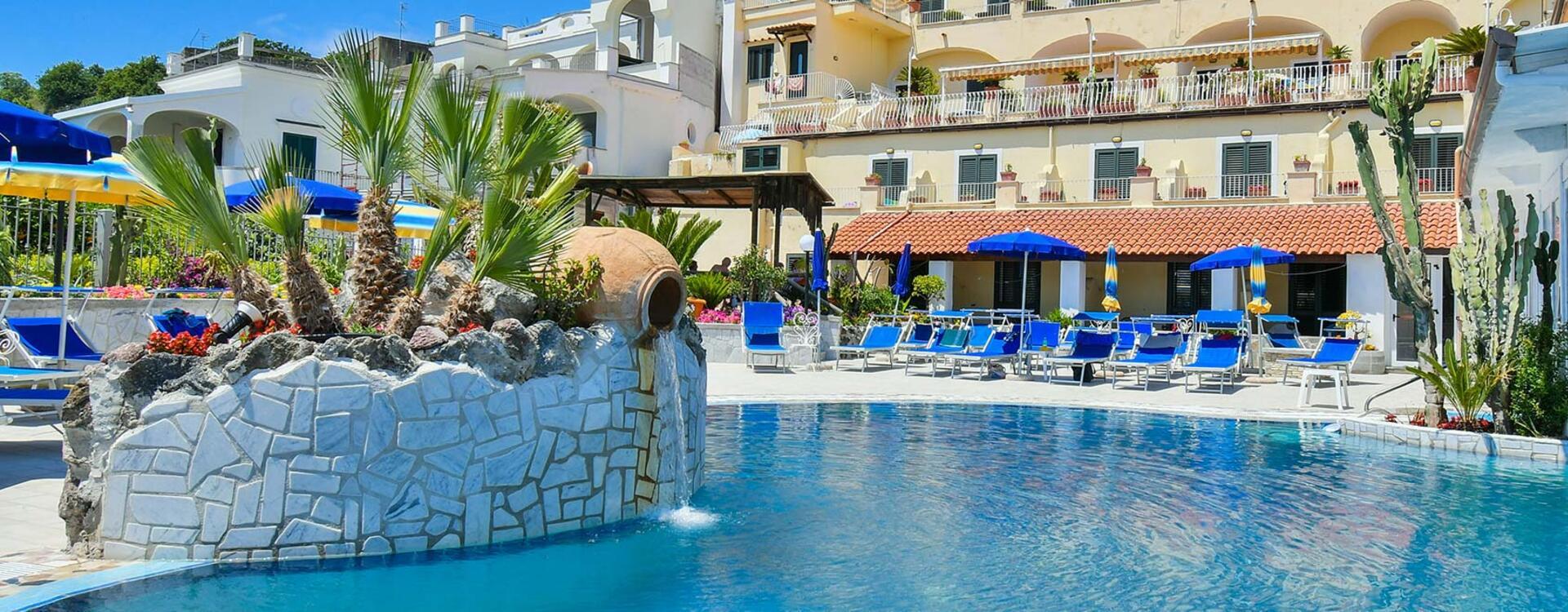 hotelsaintraphaelischia en swimming-pools 009