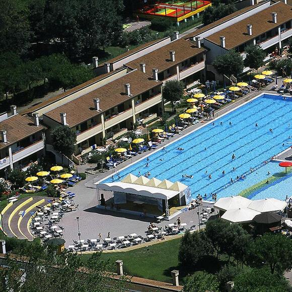 tizevillage fr piscine 017