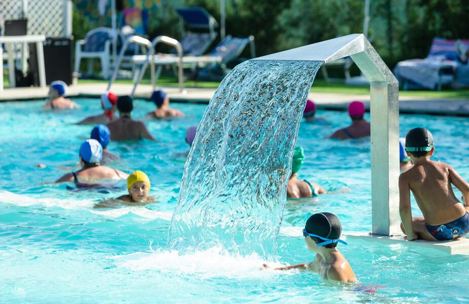 vacanzespinnaker fr camping-avec-piscine-marches 008