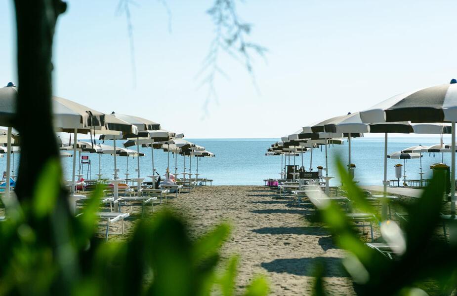 vacanzespinnaker en private-beach 009